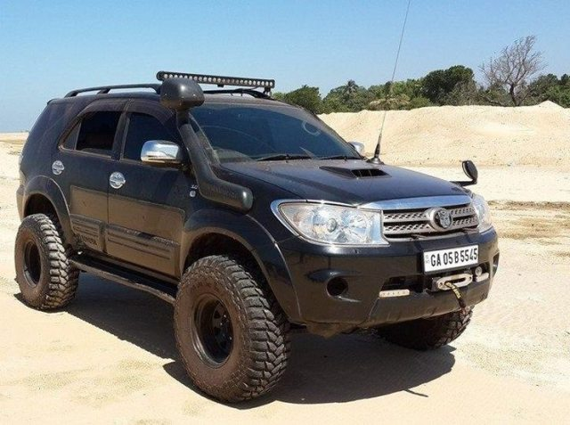 Toyota Fortuner with 33 inch tyres