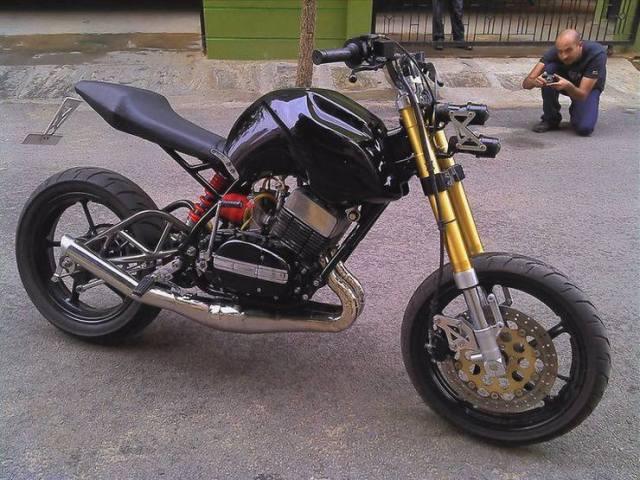 Motoexotica's Yamaha RD350 Streetfighter Custom 1