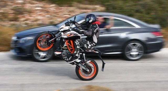 KTM Duke 390 Action