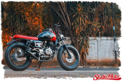 Studio Motor's Bajaj Pulsar 220 based bobber custom 4