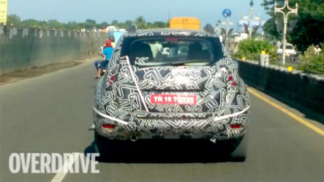 2016-Renault-Duster-spied-1