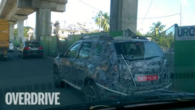 2016-Renault-Duster-spied-2