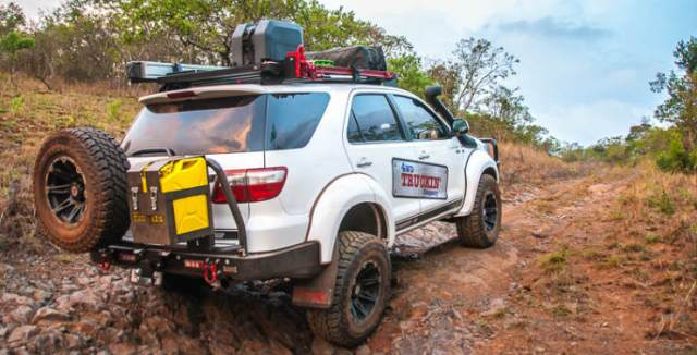 Arctic-Trucks-Toyota-Fortuner-33s-Mafefe-4x4-African-Ivory-Route-1-of-7