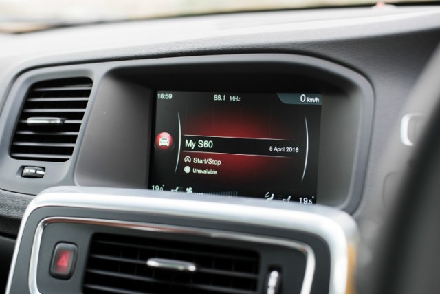 Volvo S60 Cross Country screen