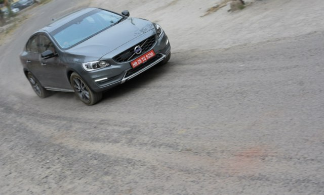 Volvo S60 Cross Country motion