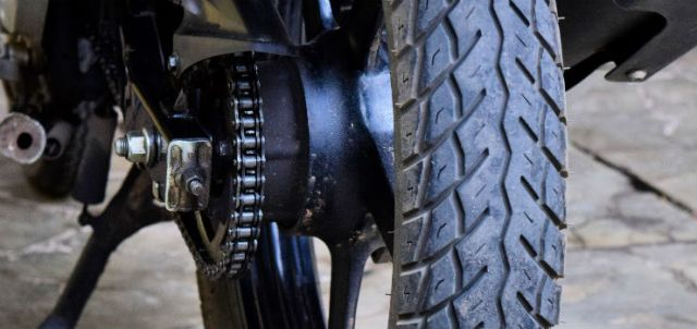 Maintain-Your-Motorcycle's-Tires-Wheels-and-Windshield-Step-3