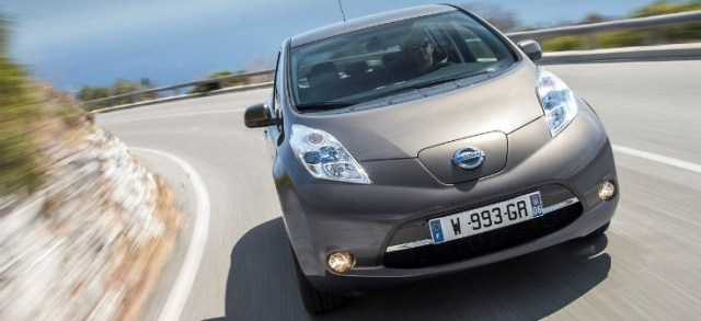Nissan-Leaf_30_kWh-2016-1280-18
