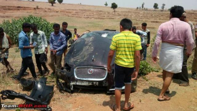Jaguar XF crash 2