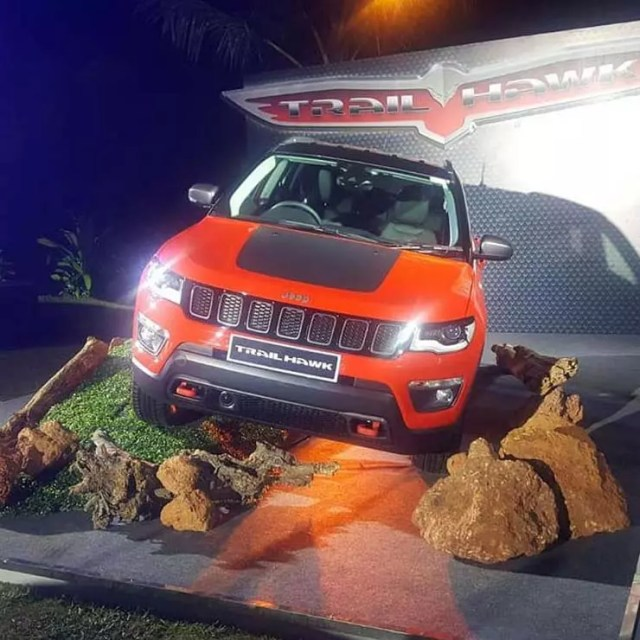Jeep Compass trailhawk images front