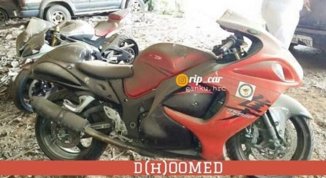 Yamaha FZ-1, Honda CBR 600RR और अन्य सुपरबाइक्स मुंबई में छोड़ी गईं