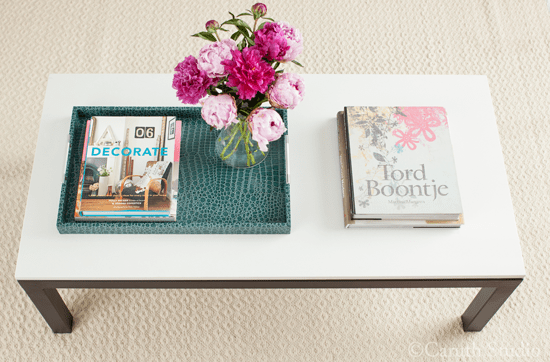 Coffee-table-with-flowers