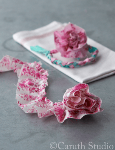 Making-napkin-ring-with-fabric-scraps