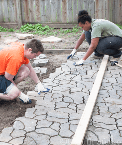 Kurtis-and-Hannah-install-190-patio-pavers
