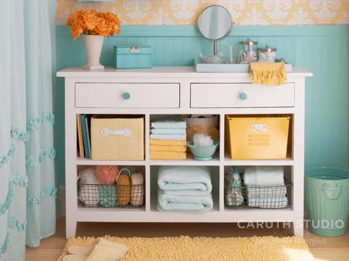 Tubside bath cabinet