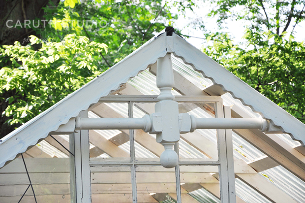 Shed gable with wavy detailing