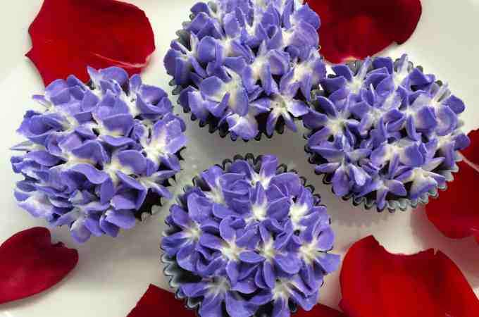 How to pipe Buttercream Hydrangeas