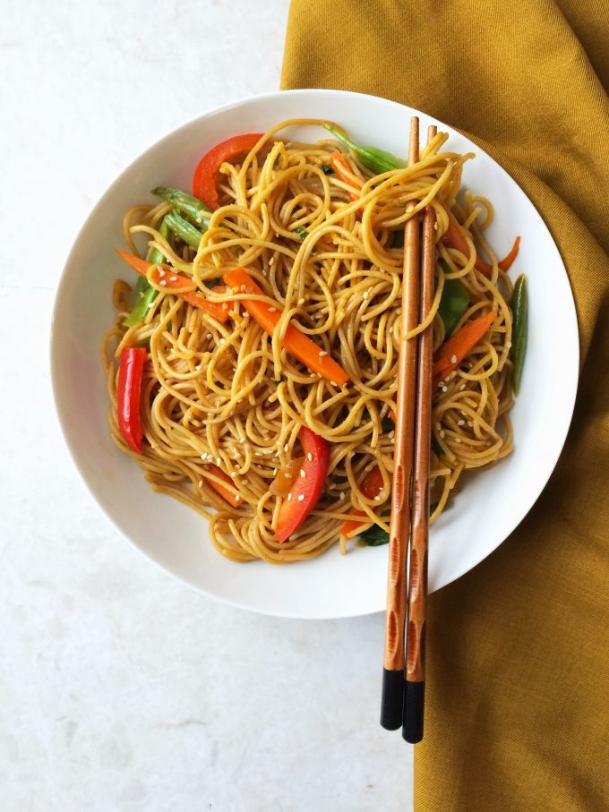 chili garlic noodles in sesame pepper sauce