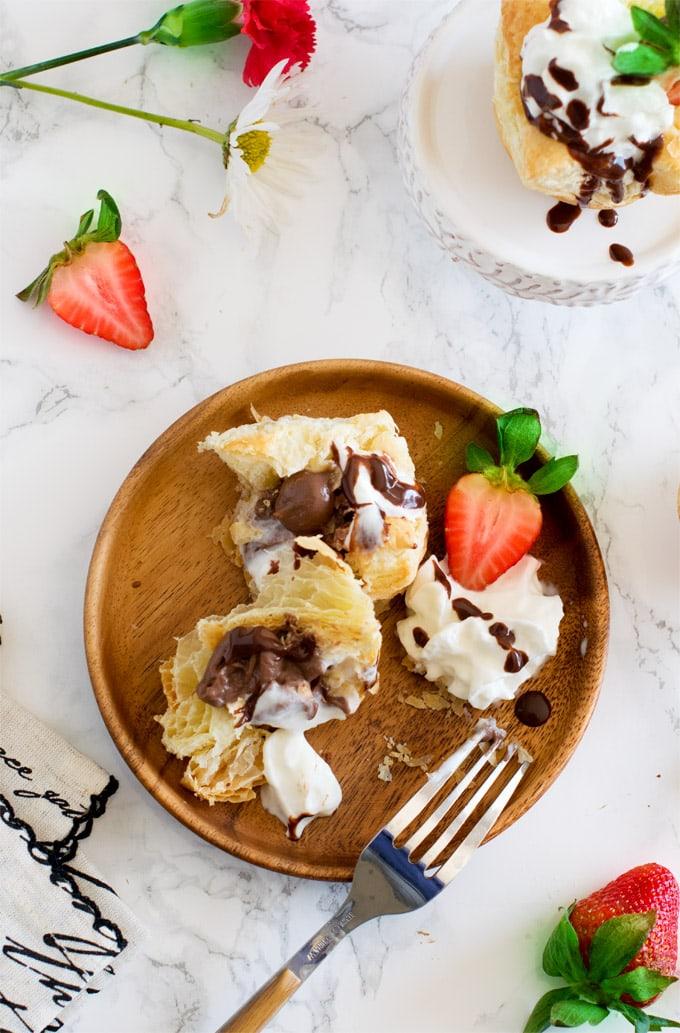 chocolate-pudding-puff-cups-eggless-veg