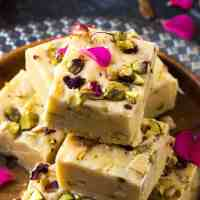 Condensed milk fudge ( easy 3 ingredient fudge recipe & variations)