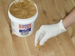 how to fill cracks in wood