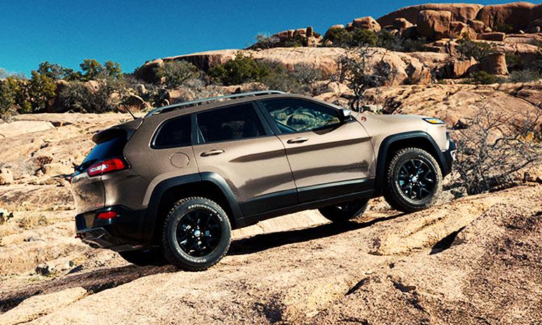 https://i0.wp.com/www.carvisionnews.com/wp-content/uploads/2014/01/cvr-01-09-14-jeep-earns-its-stripes-again1.jpg?fit=775%2C465&ssl=1