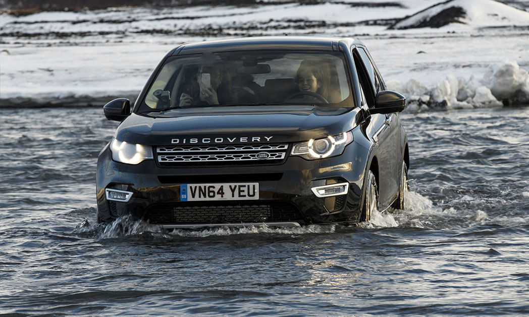 https://i0.wp.com/www.carvisionnews.com/wp-content/uploads/2015/01/land-rover-discovery-iceland03.jpg?fit=1048%2C629&ssl=1