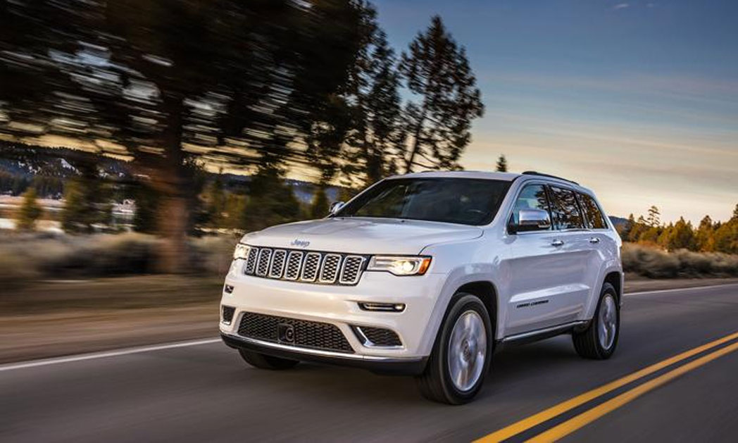 https://i0.wp.com/www.carvisionnews.com/wp-content/uploads/2017/05/cvr-jeep-cherokee-summit-goes-nose-to-nose-with-premium-competitors.jpg?fit=1048%2C629&ssl=1