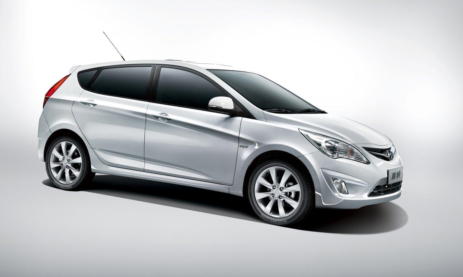 Hyundai-Verna-5-door-hatchback