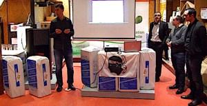 Présentation des premiers sacs d'isolant ouate de cellulose a partir de recyclage de papier Corse