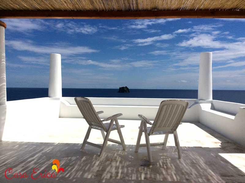 La terrazza panoramica con vista mare e Strombolicchio