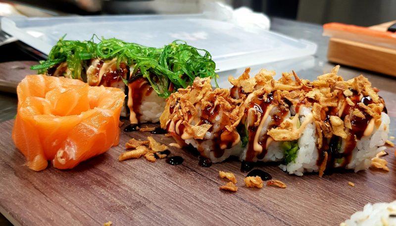 Sushi mit Toppings