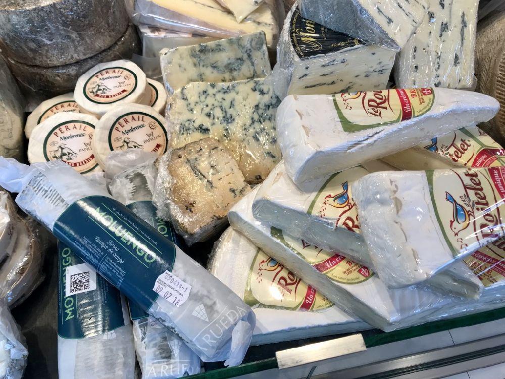 xarcuteria-carnisseria-casa-coll-botiga-safates-embotits-formatges