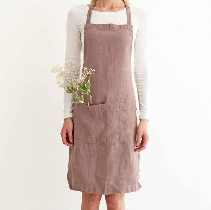 Lavendelkleurig linnen keukenschort Ashes of Roses - Merk Linen Tales - Casa Comodo