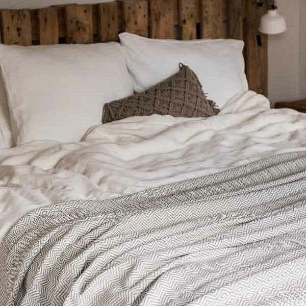 Linen duvet cover Off White - chic exclusive bedding - for sale online at Casa Comodo