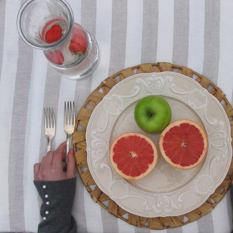 Linnen tafelkleed, gestreept zandkleur wit, online te koop bij Casa Comodo