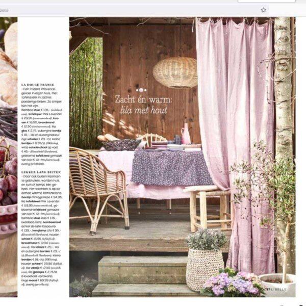 lila linnen gordijnen onder de veranda
