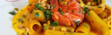 Pasta calamaro e gamberoni su crema di zucca