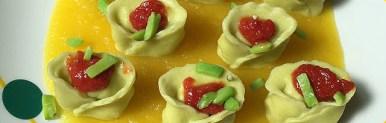 Tortelloni alle fave ripieni di cernia, su vellutata di patate alla curcuma e pomodoro all'aglio