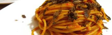 Spaghetti integrali con crema di peperoni e tartufo