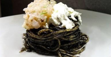 Spaghetti al nero di seppia con burrata e tartare di gambero al lime