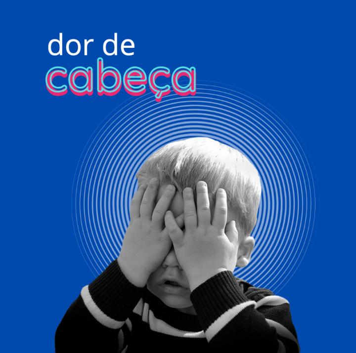menino tampando os olhos com dor de cabeça