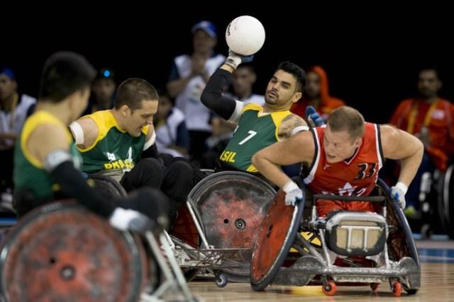 Bruno Damaceno compara cadeira de rúgbi com o Caveirão (Foto: Daniel Zappe/MPIX/CPB)
