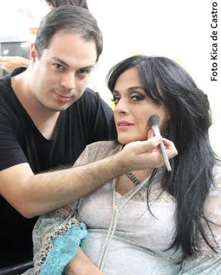 Bastidores do Programa Brasil das Gerais na Rede Minas com o maquiador André Lima/ Foto: Kica de Castro