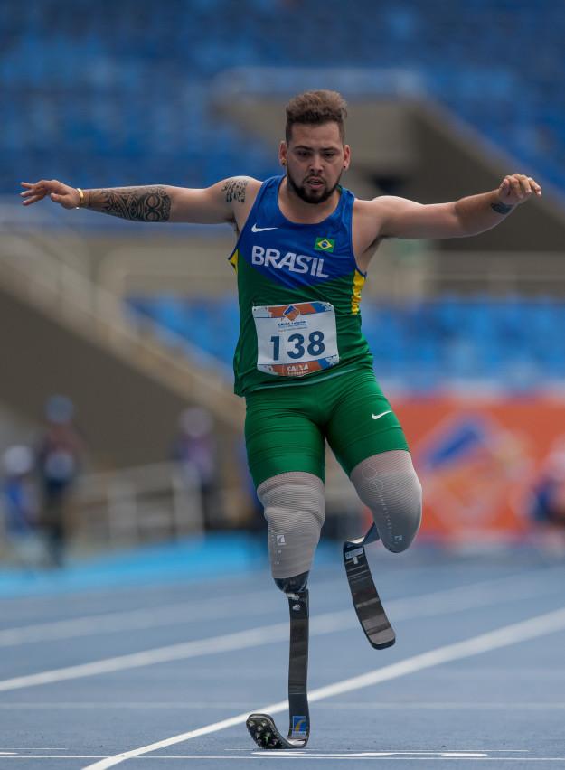 E o Alan Fonteles, que vai disputar as provas dos 100, 200 e 400 metros rasos.