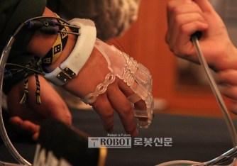 luva-exo-glove-poly-1