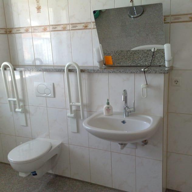Banheiros modernos por Mihm Thermohaus
