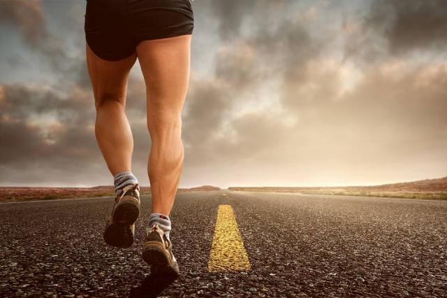 A trombose atinge, principalmente, pernas e coxas; por isso, é importante exercitar os membros inferiores.