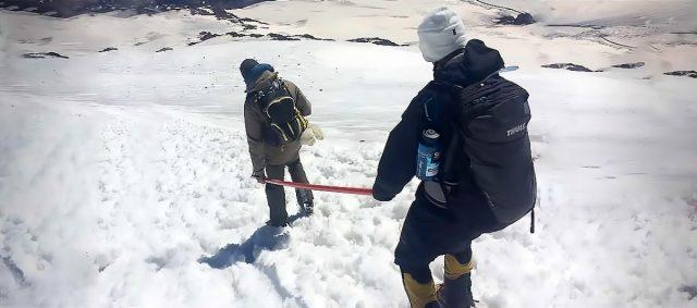 Cego tenta escalar seis das maiores montanhas do mundo
