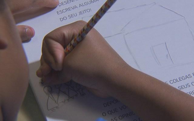 Marcelo foi adotado pela analista de sistemas Raquel Nunes, moradora de Brasília (Foto: TV Globo/Reprodução)