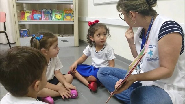 Resultado de imagem para Com implante feito em hospital de Bauru, menina surda começa a ouvir e desenvolve a fala
